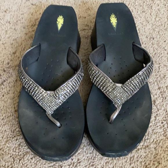 Volatile Size 10 rhinestone wedge flip-flops